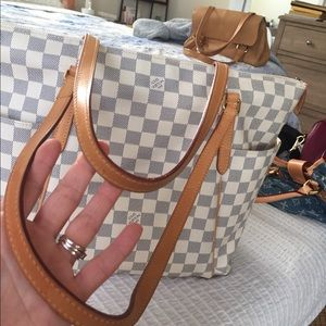 Handbags - Louis Vuitton tote Totally Authentic discontinued